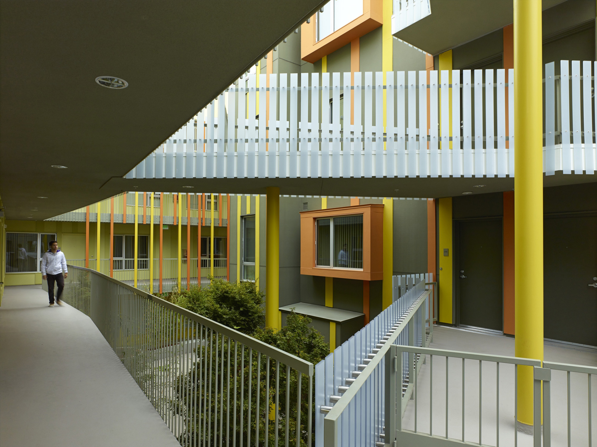 2802 Pico Housing / Moore Ruble Yudell, © John Linden