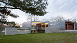 Riverview House / Studio Dwell Architects