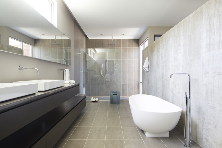Riverview house studio dwell architects archdaily for Dwell bathroom designs