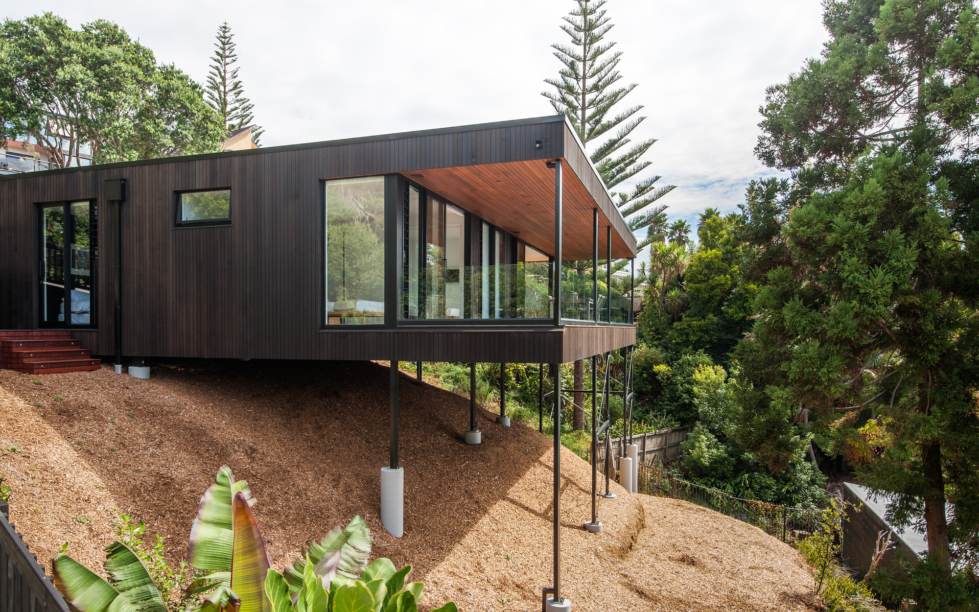 Red architecture wins top new zealand prize for for Coastal home designs nz