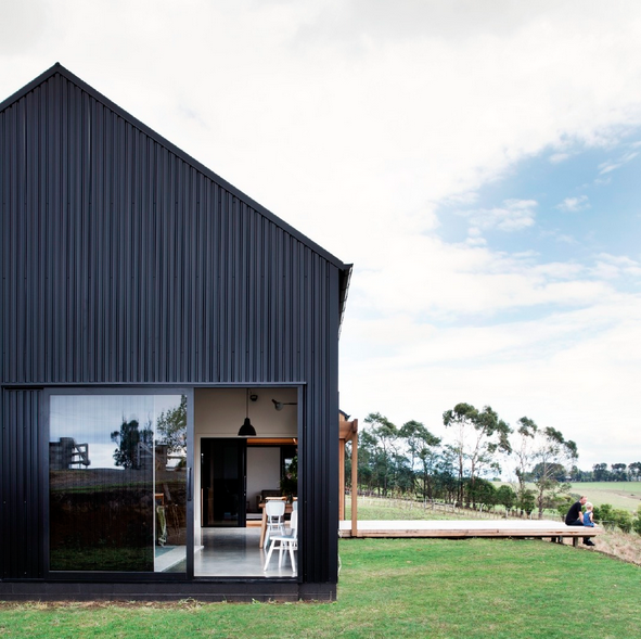 """Red Architecture Wins Top New Zealand Prize for """"Innovative Black Barn"""", Modern Barn Form / Red Architecture. Image Courtesy of ADNZ"""