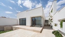 A House of Niches / Ayeneh Office