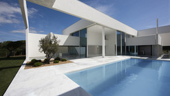 House in Quinta do Lago / Topos Atelier de Arquitectura