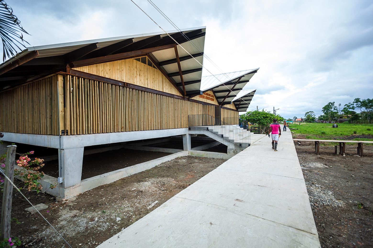 Embera Atrato Medio School / Plan B Arquitectos, © Julian Castro
