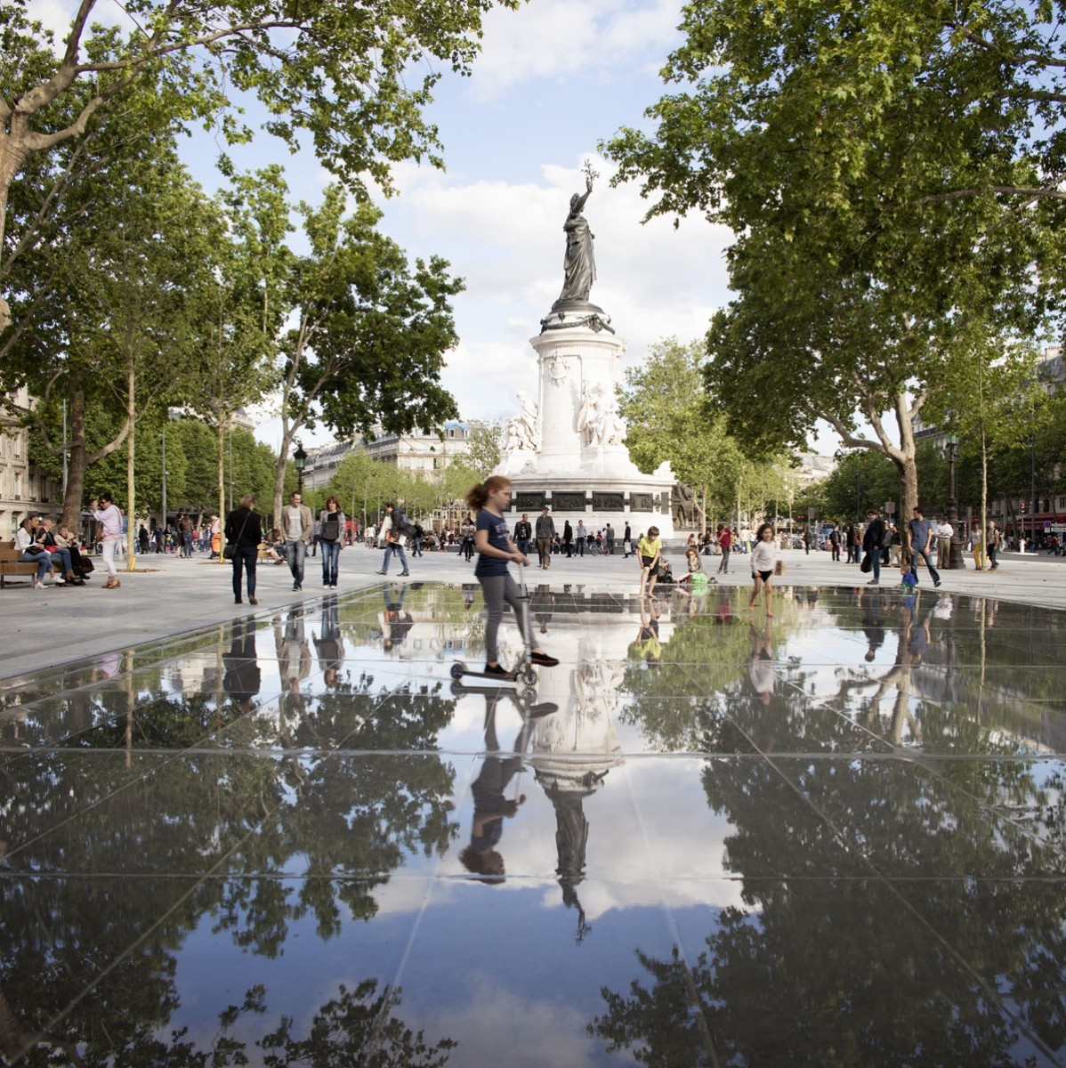 "Preserving a Place for Protest in Paris, The ""new"" plaza now extends behind the historic statue that previously occupied its center. Image © Clement Guillaume"