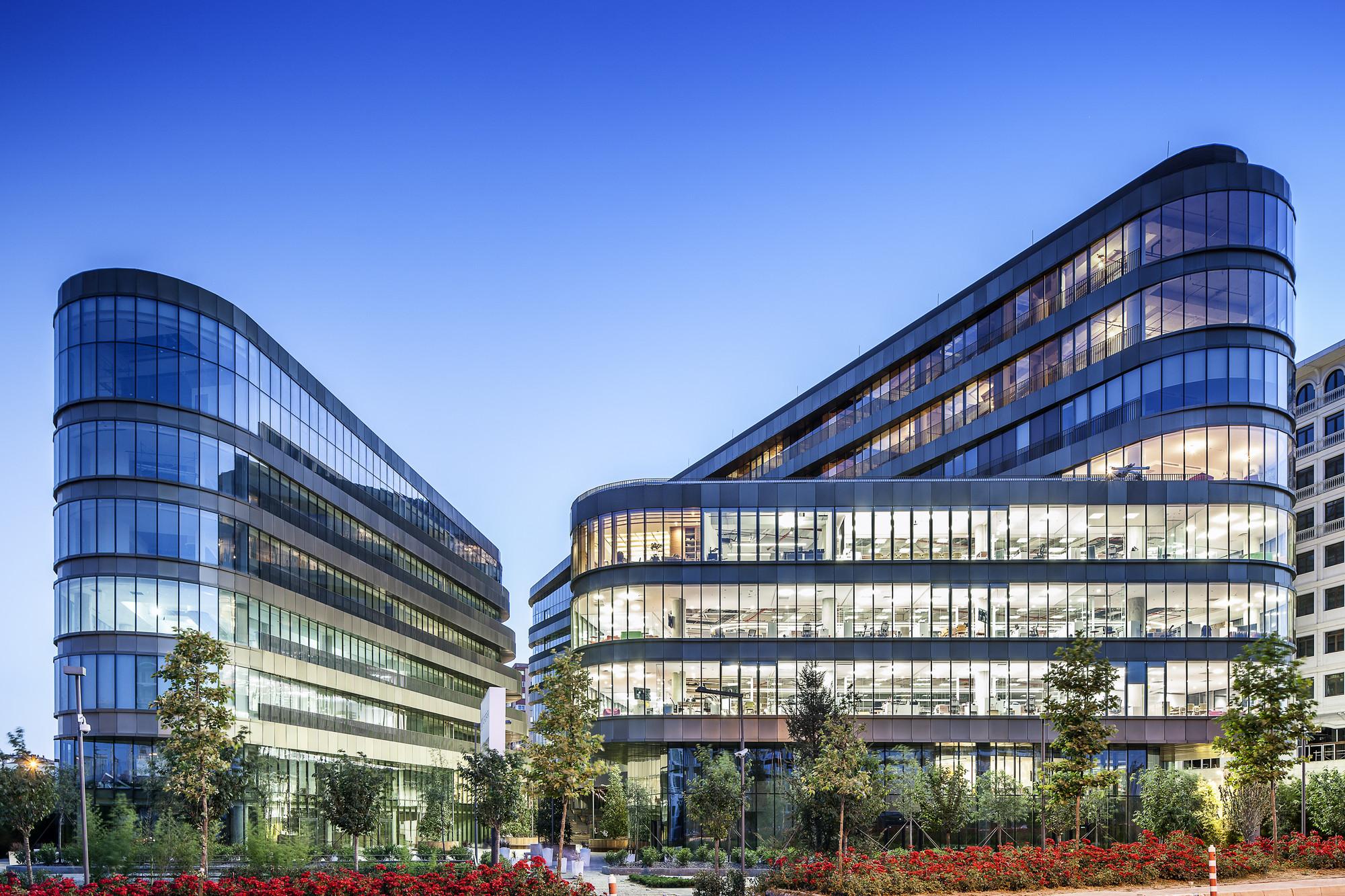 Mixed-Use Building of the Year: Esas Aeropark; Istanbul, Turkey / Tabanlioglu Architects: Melkan Gursel & Murat Tabanlioglu