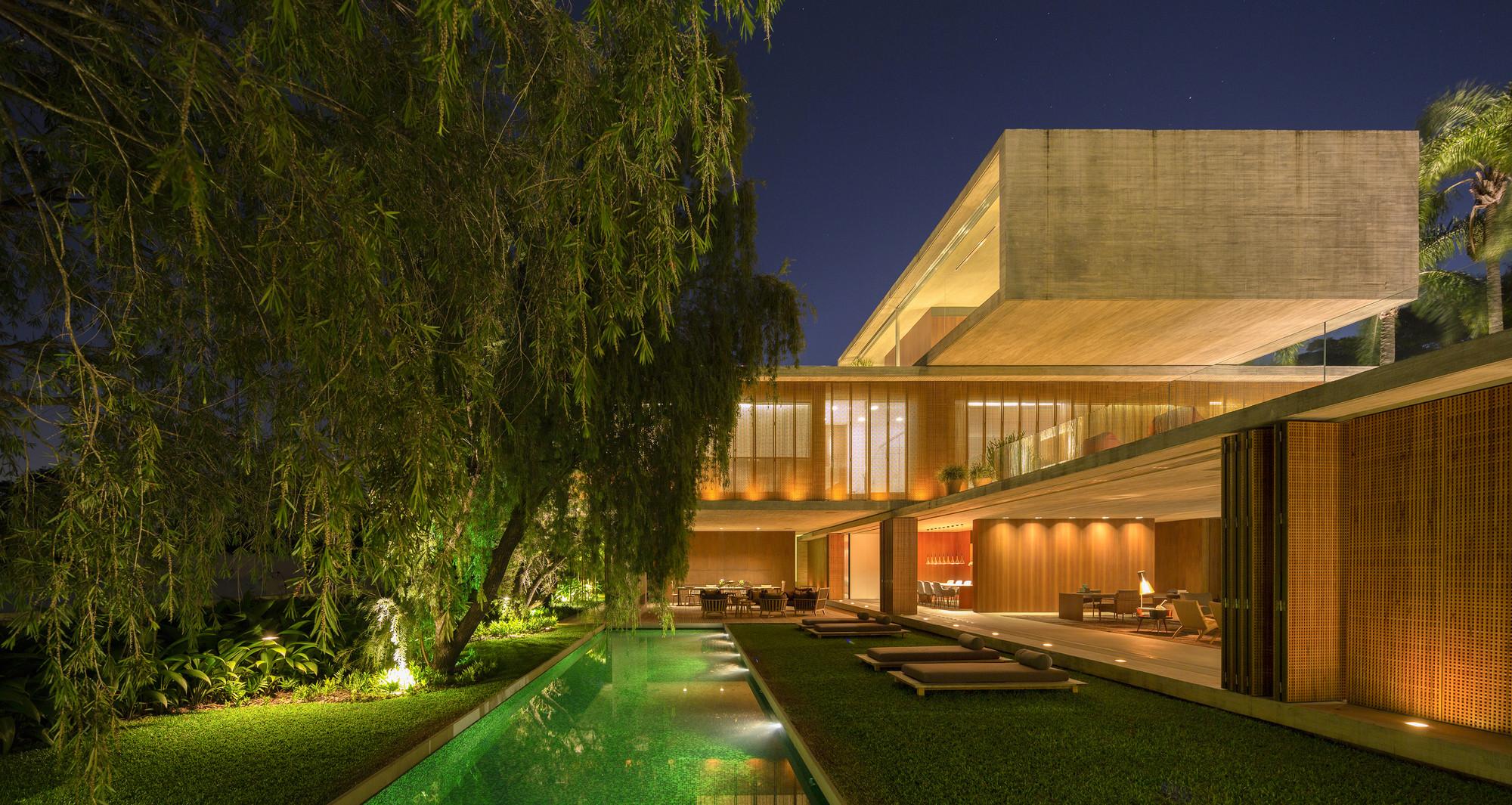 Residential Building of the Year - Single Occupancy: P house; São Paulo, Brazil / studio mk27