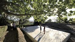 """""""Viaje al Interior de un Huerto"""": huerto colectivo, parque y espacio escénico"""