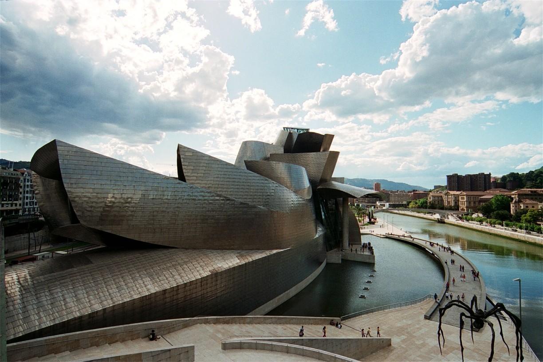 Museo Guggenheim Bilbao . Image © cincinnato [Flickr]