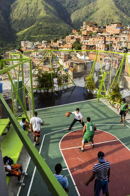 """Cómo el proyecto """"Espacios de Paz"""" está transformando los espacios comunitarios en Venezuela, Petare -- PICO + PGRC + Todo por la Praxis. Image Cortesia de PICO Estudio"""