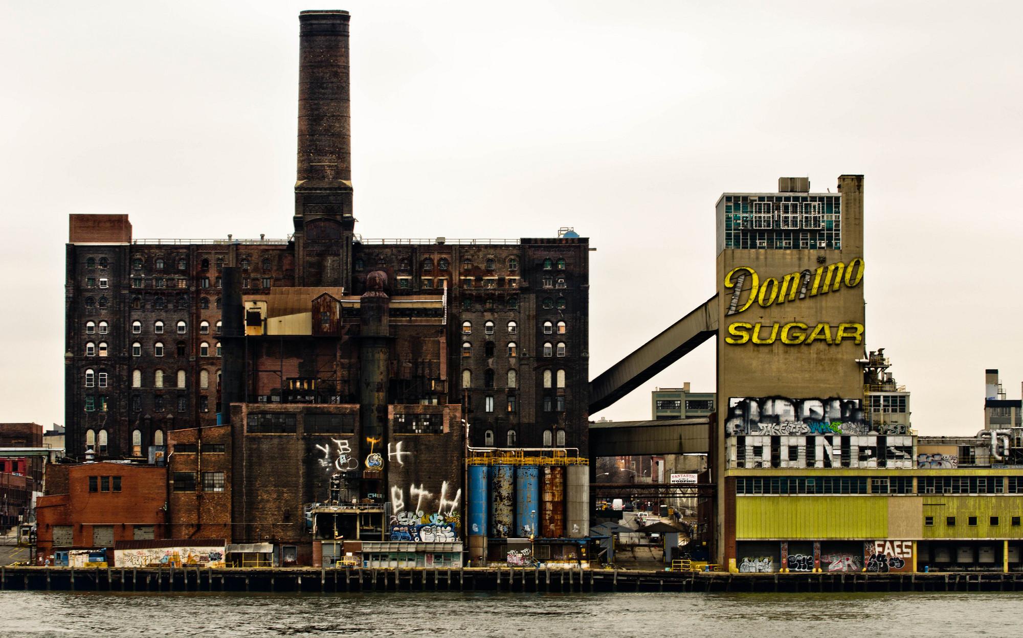 Instalaciones de Domino Sugar Factory. Image © asf_nyc [Flickr]