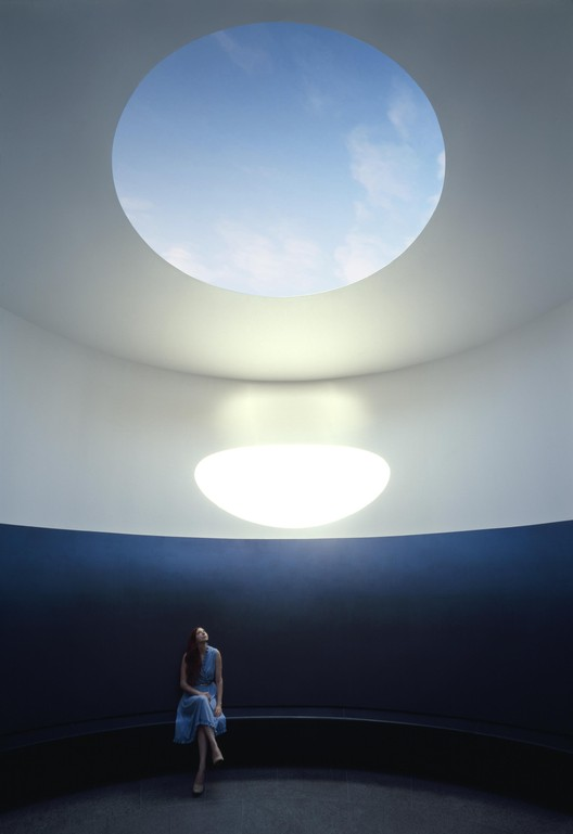 El color adentro / Overland Partners + James Turrell Skyspace, © Florian Holzherr