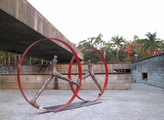 Museu Brasileiro de Escultura (MuBE). Image © Paul Clemence