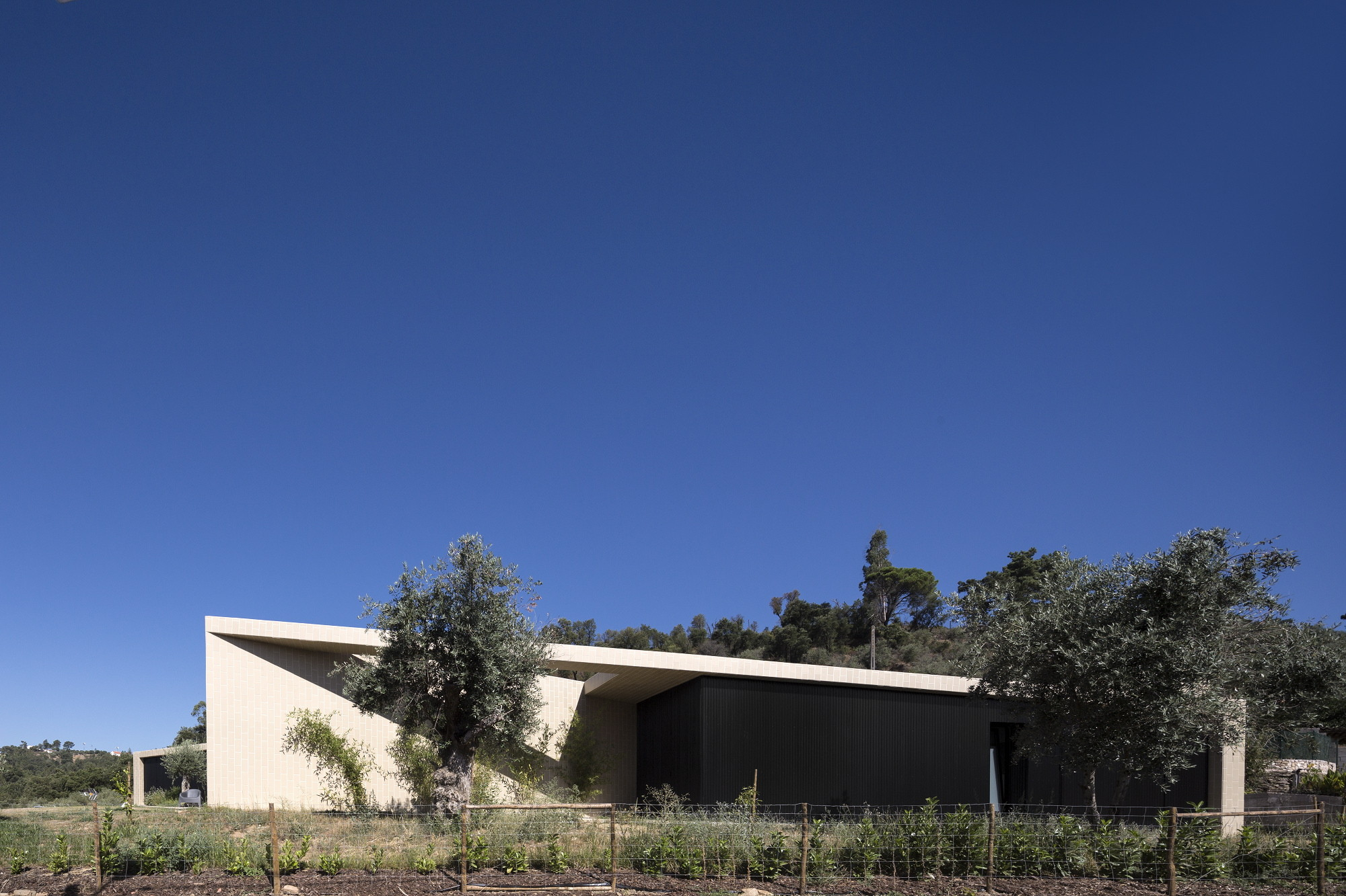 Galeria de casa serra de tomar contaminar arquitectos 9 for Casa de arquitectos