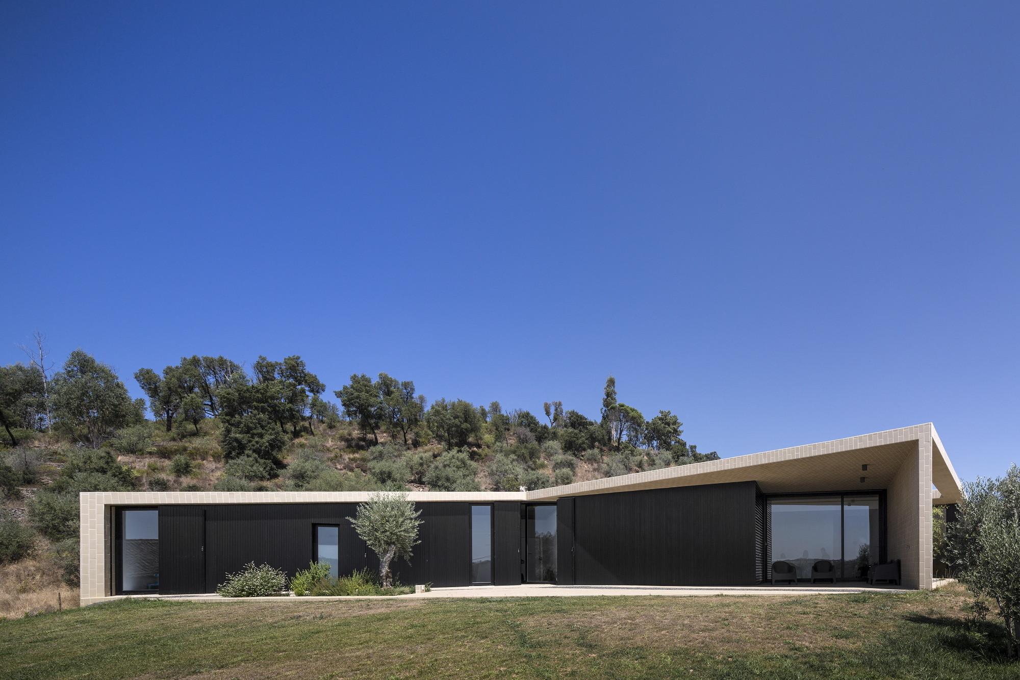 Galeria de casa serra de tomar contaminar arquitectos 10 for Casa de arquitectos