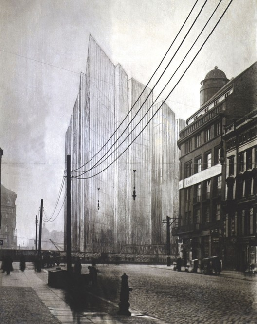 It was Mies van der Rohe's Glass Skyscraper Proposal (1922) that brought this new structural concept to the attention of the architectural elite. Image Courtesy of Bauhaus-Archiv Berlin, Photo: Markus Hawlik