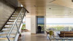 Seagrape House  / Traction Architecture