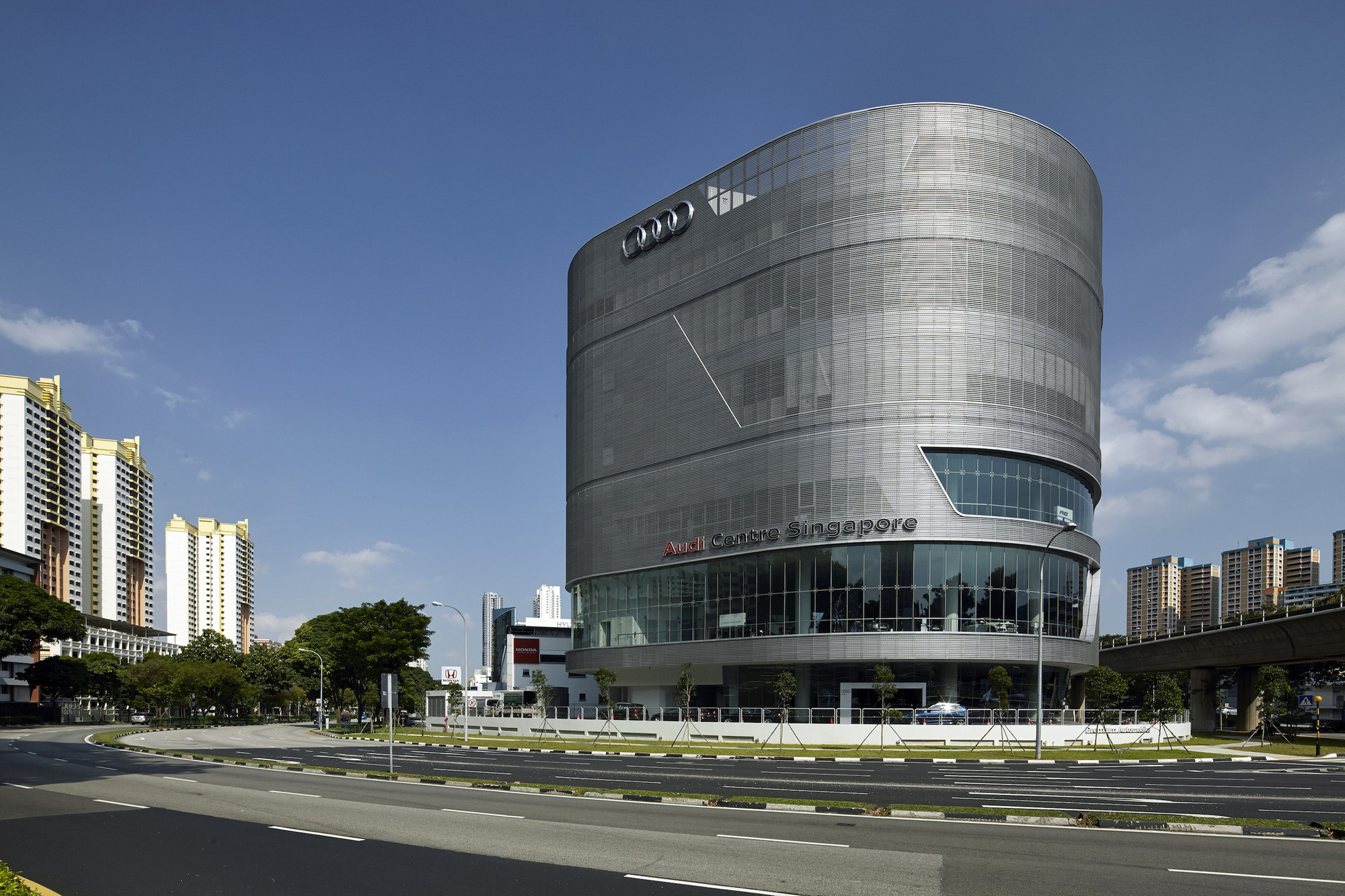 Audi Centre Singapore  / ONG&ONG Pte Ltd, © Aaron Pocock