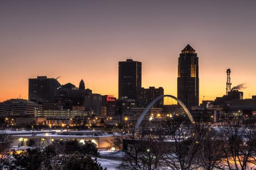 Downtown Des Moines. Image © Flickr CC User Jason Mrachina