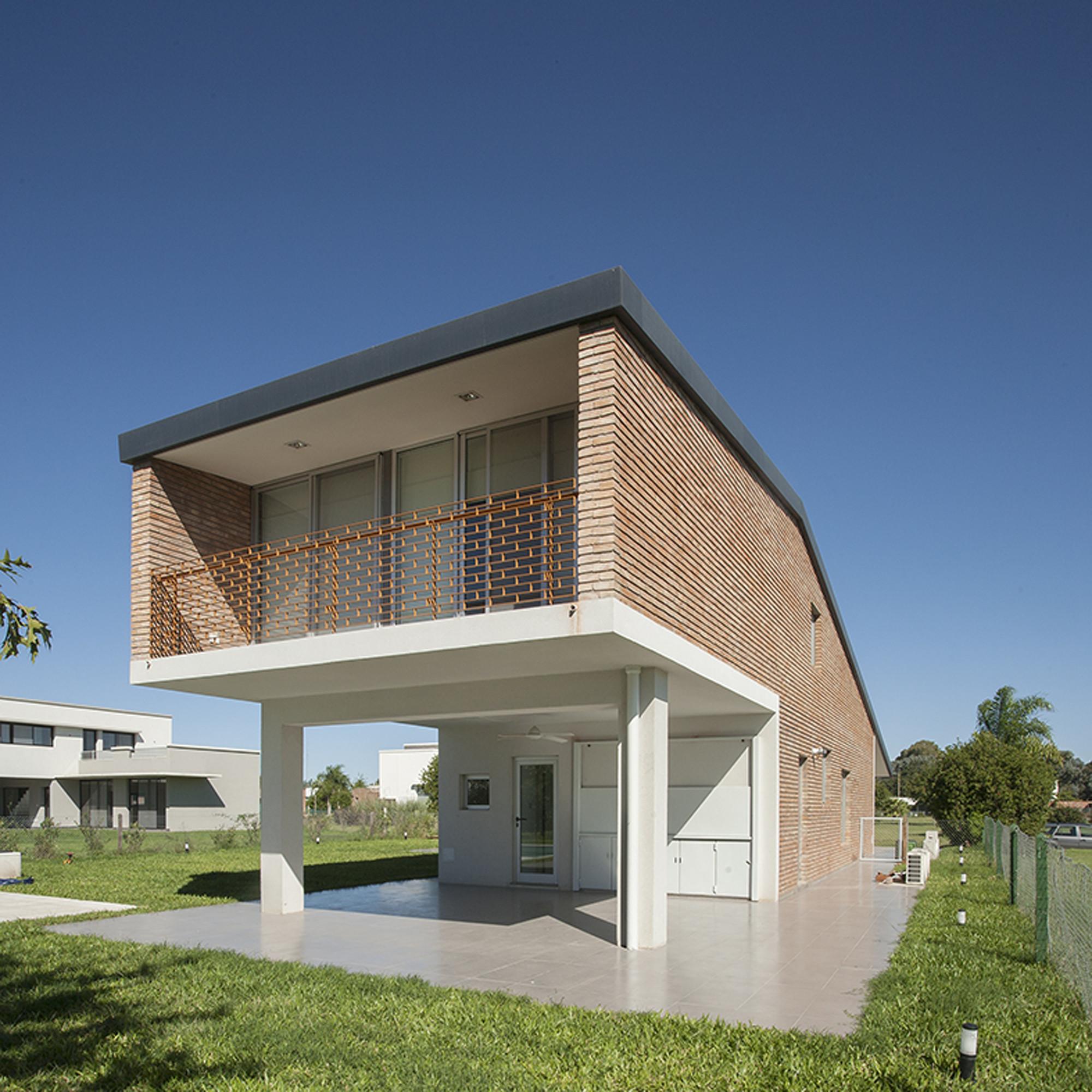 Miraflores House / Gerardo Caballero Maite Fernandez Arquitectos, © Gustavo Frittegotto