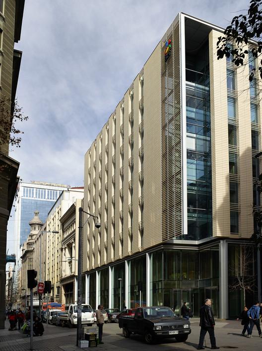 Materiales: Revestimiento de Paneles Cerámicos NBK, Edificio Banco BCI / A4 Arquitectos