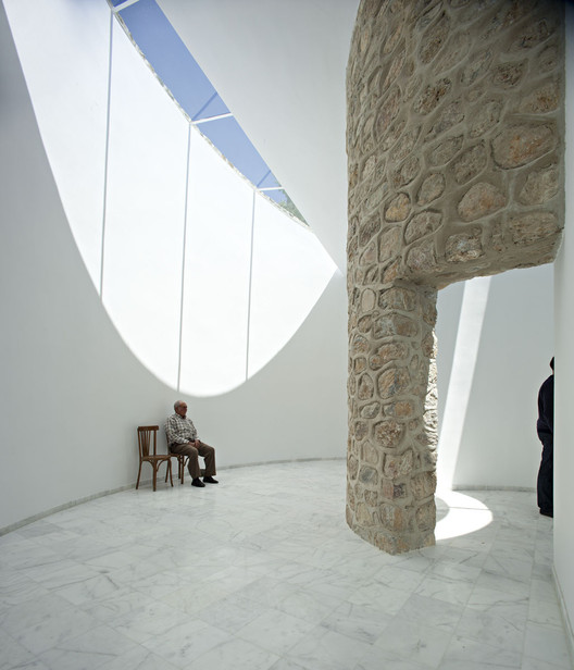 Architecture for the Dead, Funeral Parlor / Muñoz Miranda Architects © Javier Callejas Sevilla