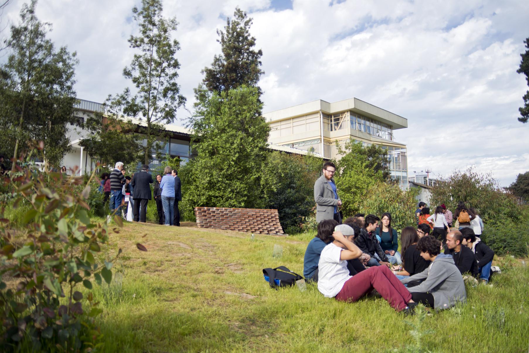 Inauguración. Image Cortesia de Valeska Cirano