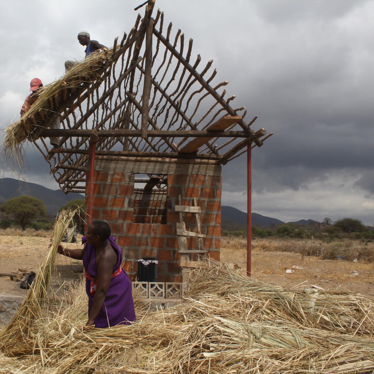 C-re-a.i.d: estudiantes voluntarios ayudan a levantar viviendas en Tanzania, Cortesia de C-re-aid