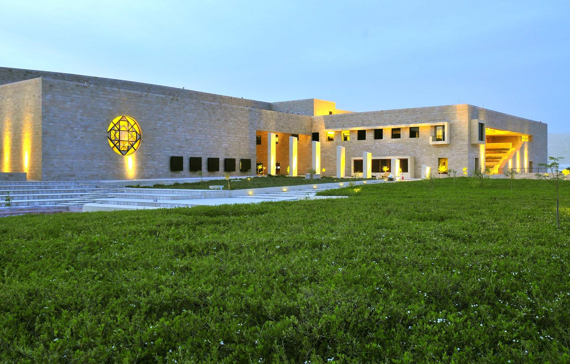 Gallery of HBKU Carnegie Mellon / Legorreta + Legorreta - 3