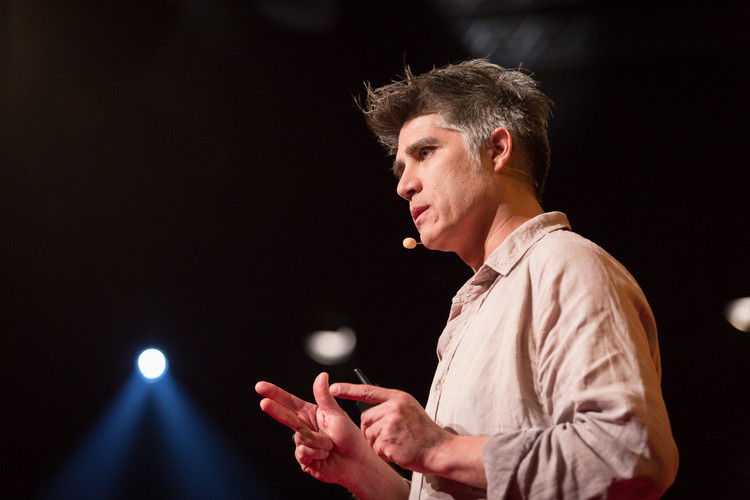 TED Talk: My Architectural Philosophy? Bring the Community Into the Process / Alejandro Aravena, Courtesy of TED - James Duncan Davidson