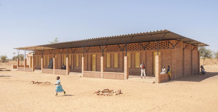 Escuela primaria Gangouroubouro / LEVS architecten, Cortesía de LEVS architecten
