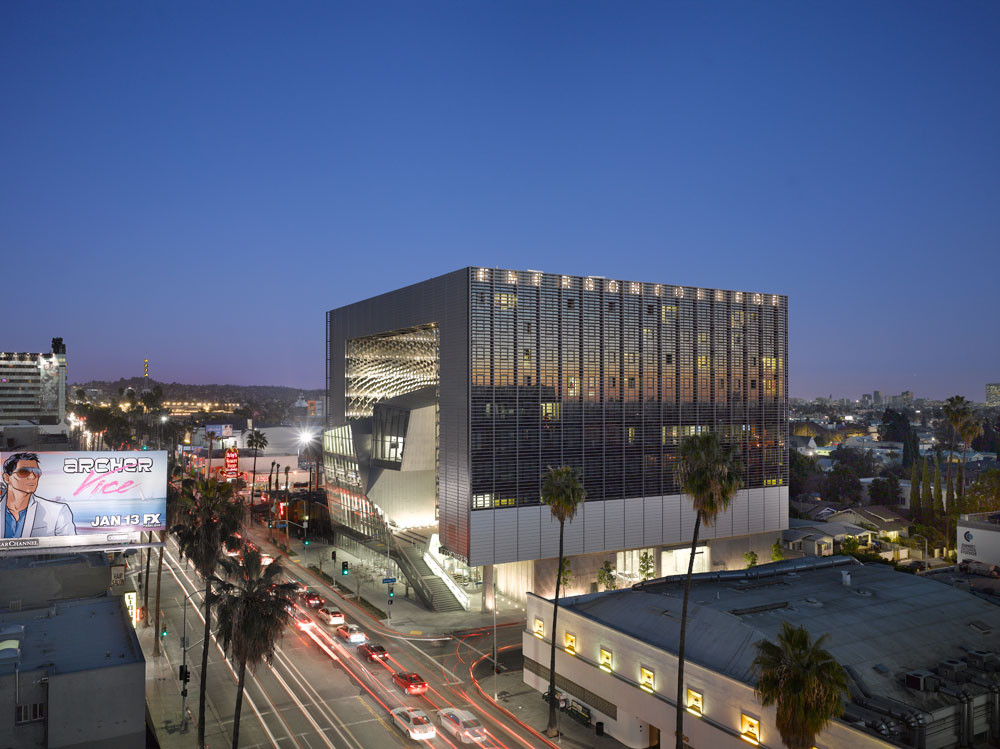 Emerson College / Morphosis Architects; Los Angeles, CA . Image Courtesy of AIA Los Angeles