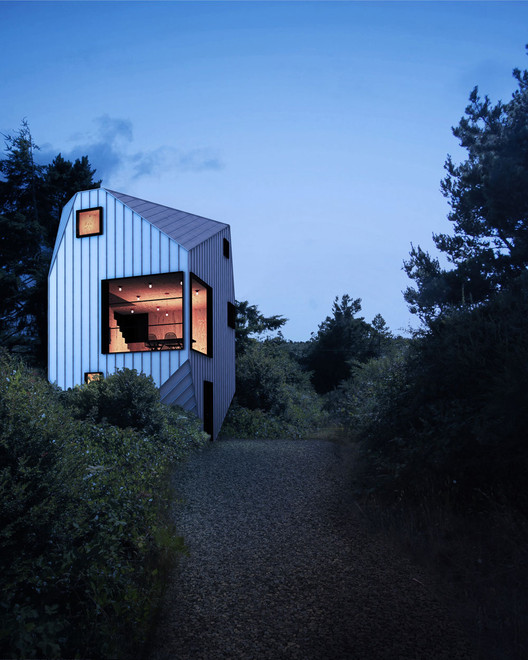 Heptagon House / Steven Christensen Architecture; Florence, Oregon. Image Courtesy of AIA Los Angeles