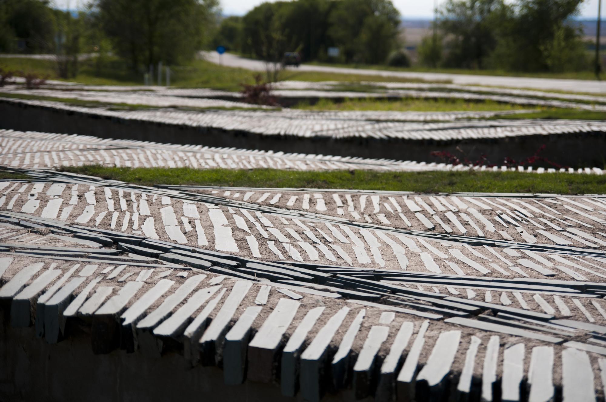 Paisaje y Arquitectura: Pliegues topográficos, una especie de tejido entre lo natural y lo artificial, © Nicolás Varvara