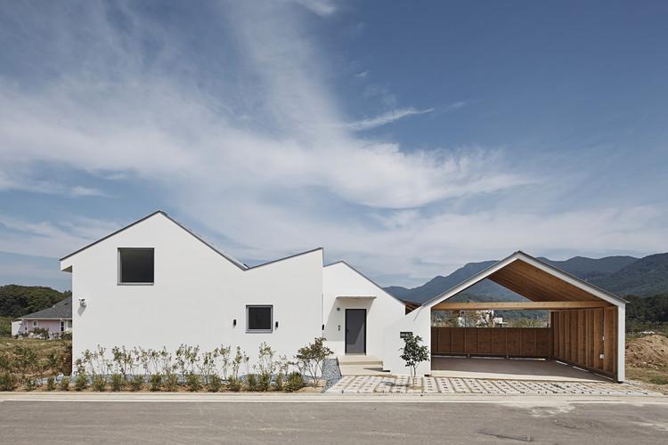 Casa de doble cumbre / apparat-c, © Namsun Lee