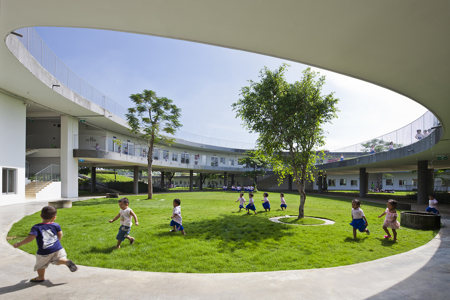 Farming kindergarten vo trong nghia architects archdaily for Casa jardin infantil