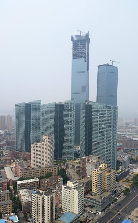 via Skyscraper Center. © Georges Binder. Imagen Eton Place Dalian Tower 1 en Dalian, China — 383m