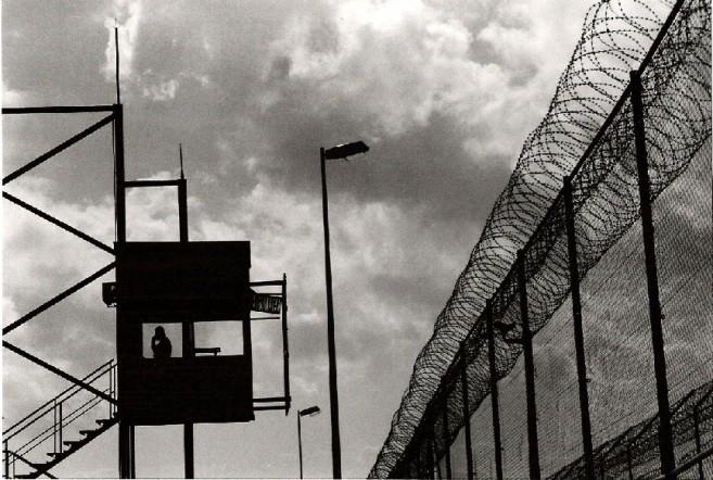 Cerca y puesto de guardia de la frontera española con Marruecos en Melilla, enclave europeo en África. © Sara Prestianni/Noborder Network/Flickr/CC. Cortesía de Opera Mundi