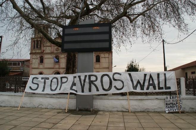 Franja de manifestantes en Grecia piden el fin de la pared Evros.© Reprodução. Cortesía de Opera Mundi