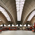 "20th Century Society presenta: ""100 Buildings 100 Years"" / Londres, Royal Academy of Art  1952: Stockwell Bus Garage, Londres. Imagen © John East"