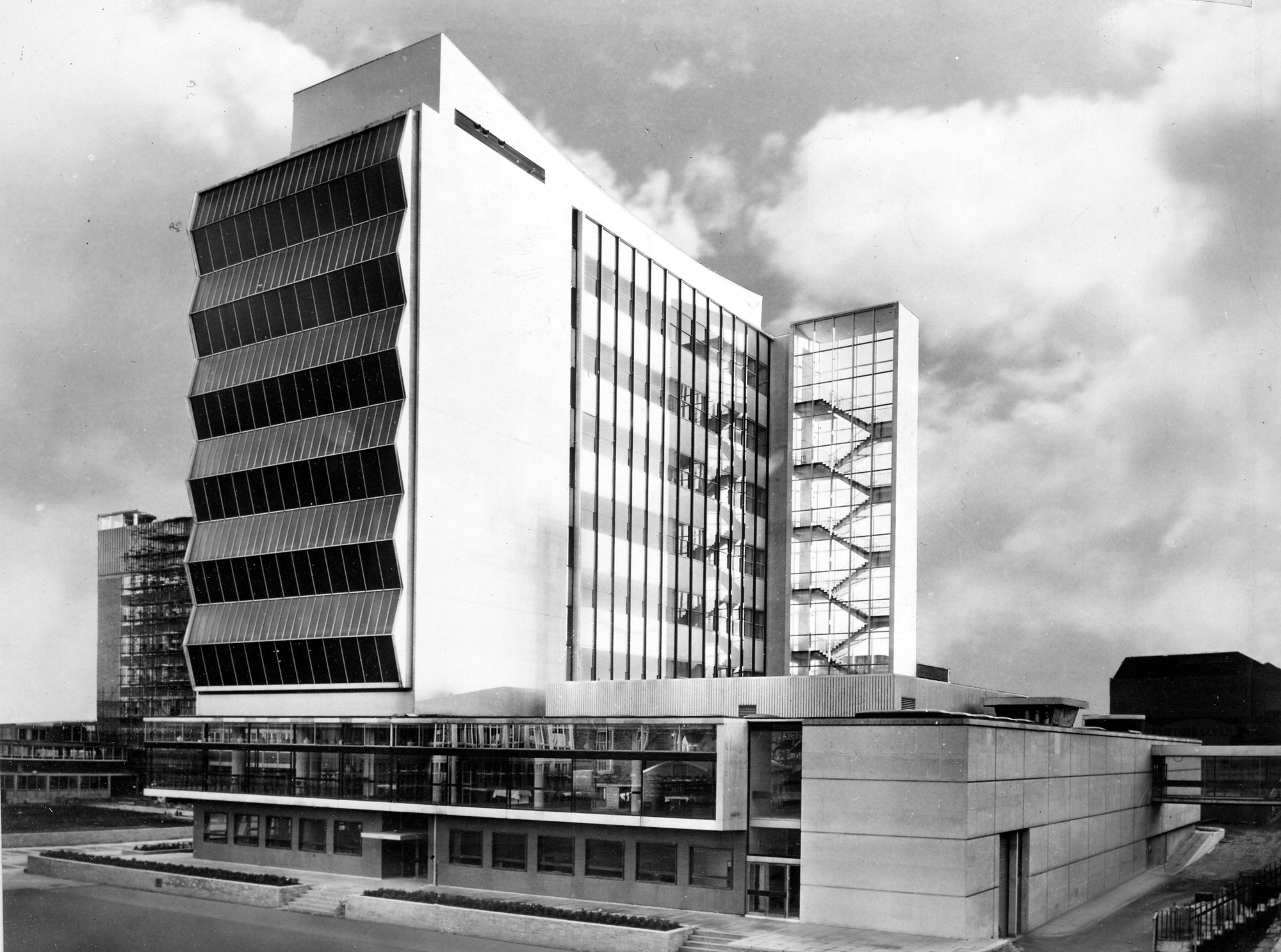 1962: Renold Building, Manchester. Imagen © Manchester Libraries, Information and Archives, Manchester City Council