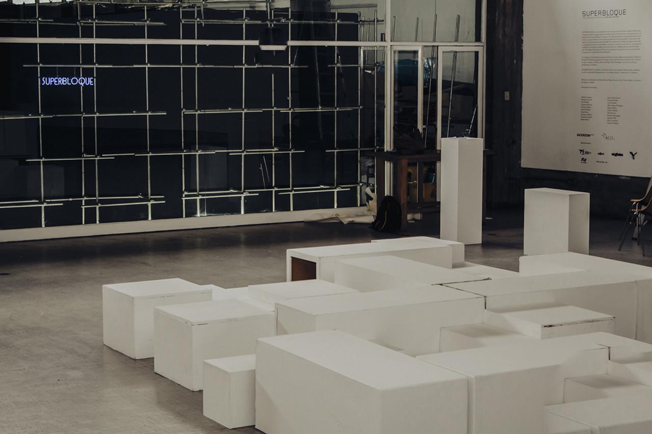 Instalación: SUPERBLOQUE, reflexión lúdica sobre el espacio social y el espacio íntimo, © Saúl Yuncoxar