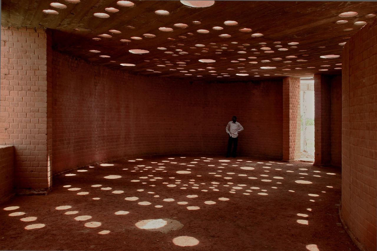 Biblioteca Escuela en Gando / Kere Architecture. Image Courtesy of Kéré Architecture