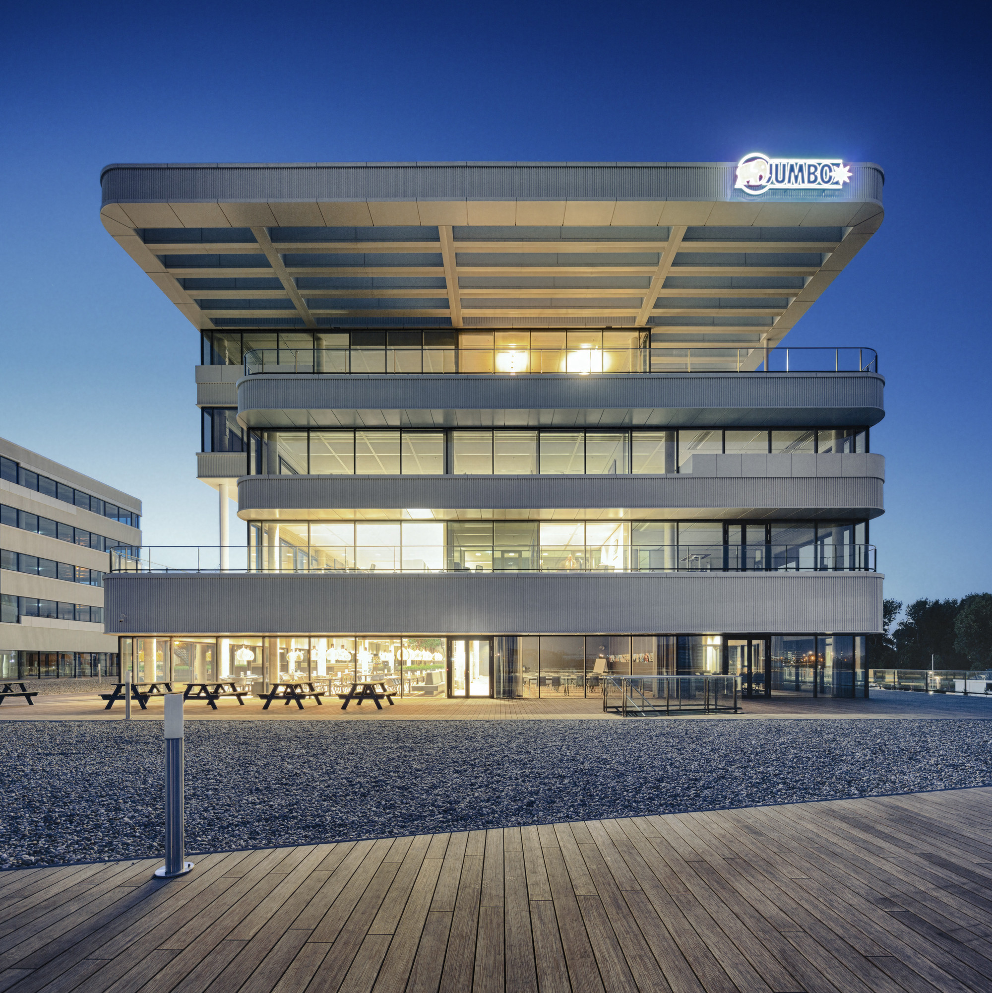Offices schiedam jumbo w rtsil mvsa architects for Office design archdaily