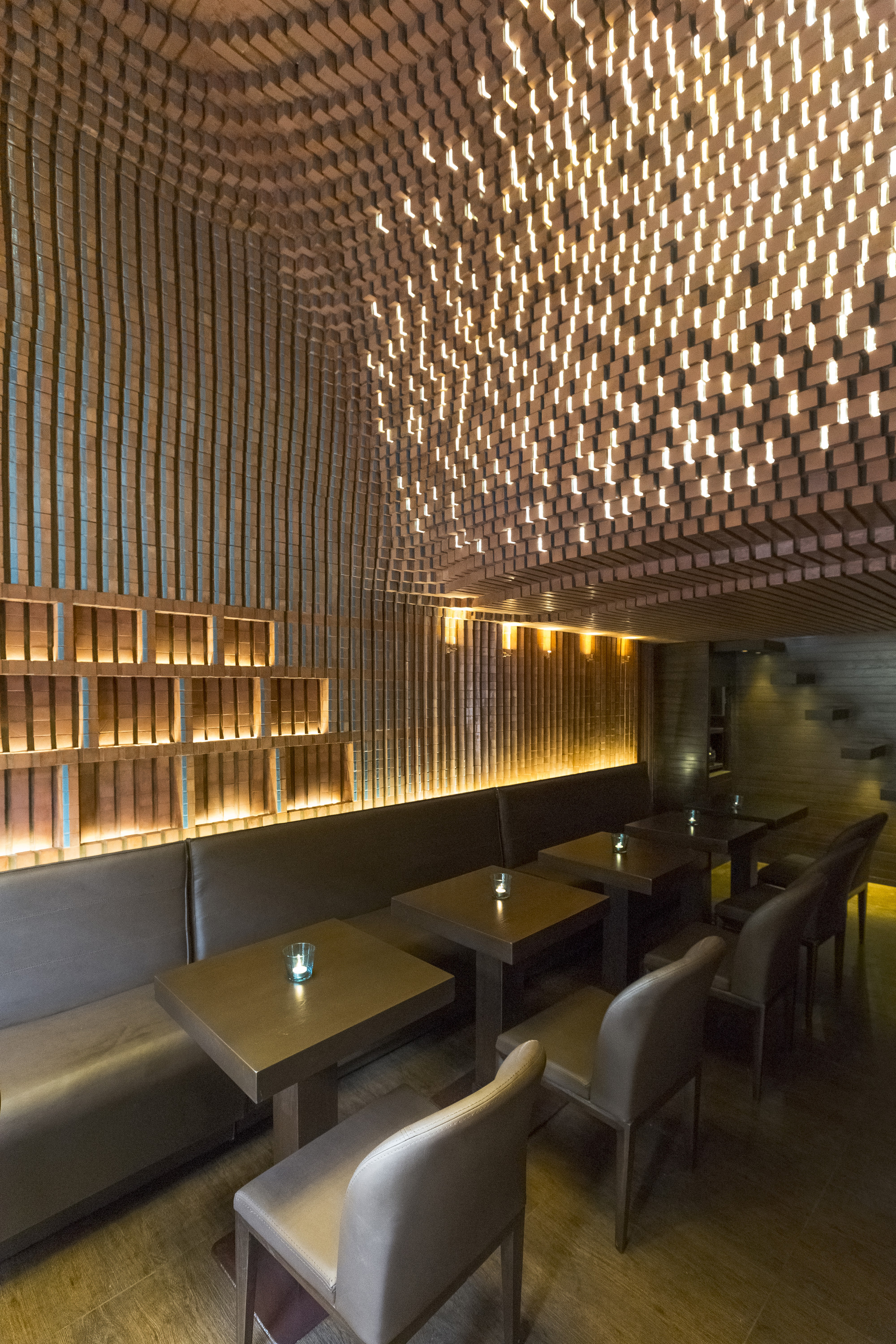 Espriss caf hooba design group archdaily for Interiores de restaurantes