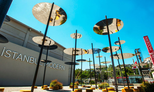 2013 YAP Istanbul Modern Winner: Sky Spotting Stop / SO?. Image © Muhsin Akgün; Courtesy of Istanbul Modern