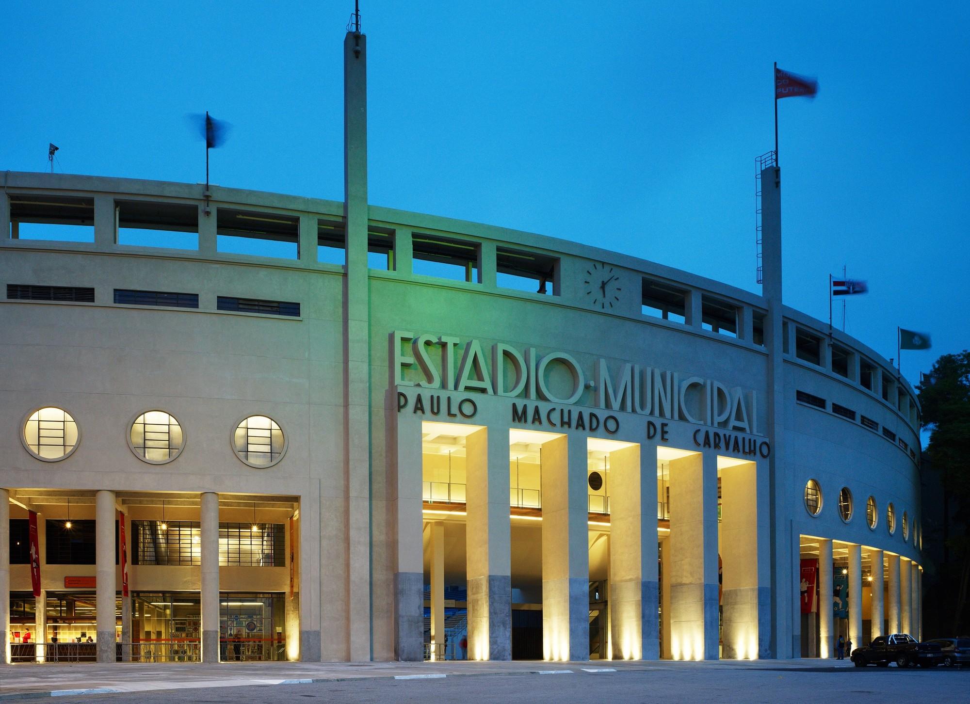 El proyecto consistió en la restauración del edificio frente Pacaembu Stadium, que abrió sus puertas en 1940. © Nelson Kon