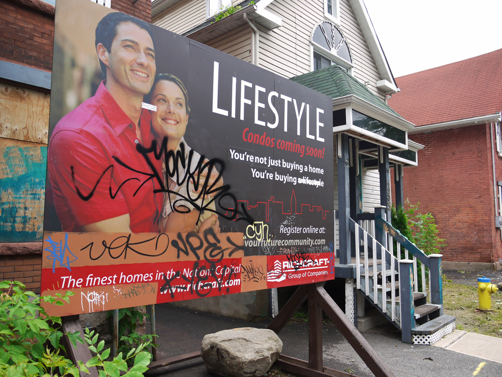 Renovación urbana en barrio deteriorado de Somerset, Canadá. Image © steve [Flickr]