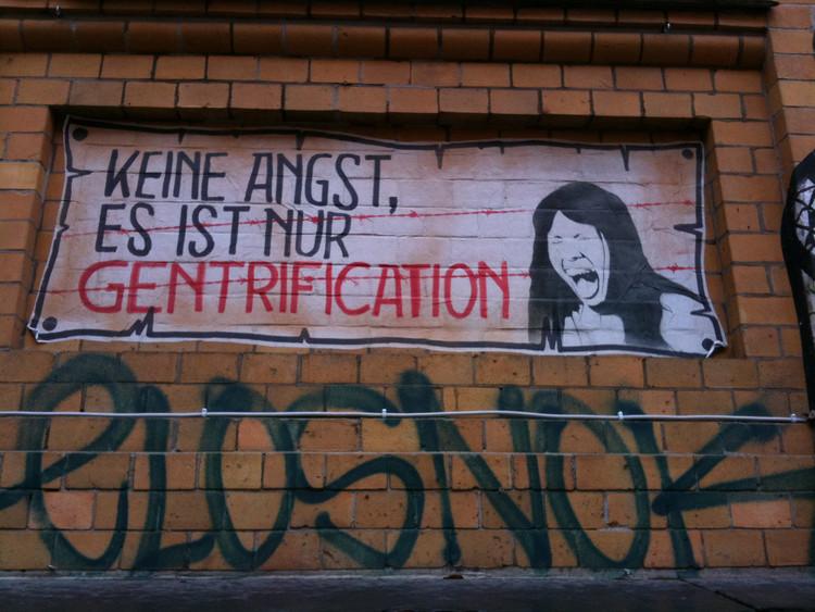 """""""Não se preocupe, é só gentrificação"""". Imagem © Sebastian Thiele [Flickr]"""