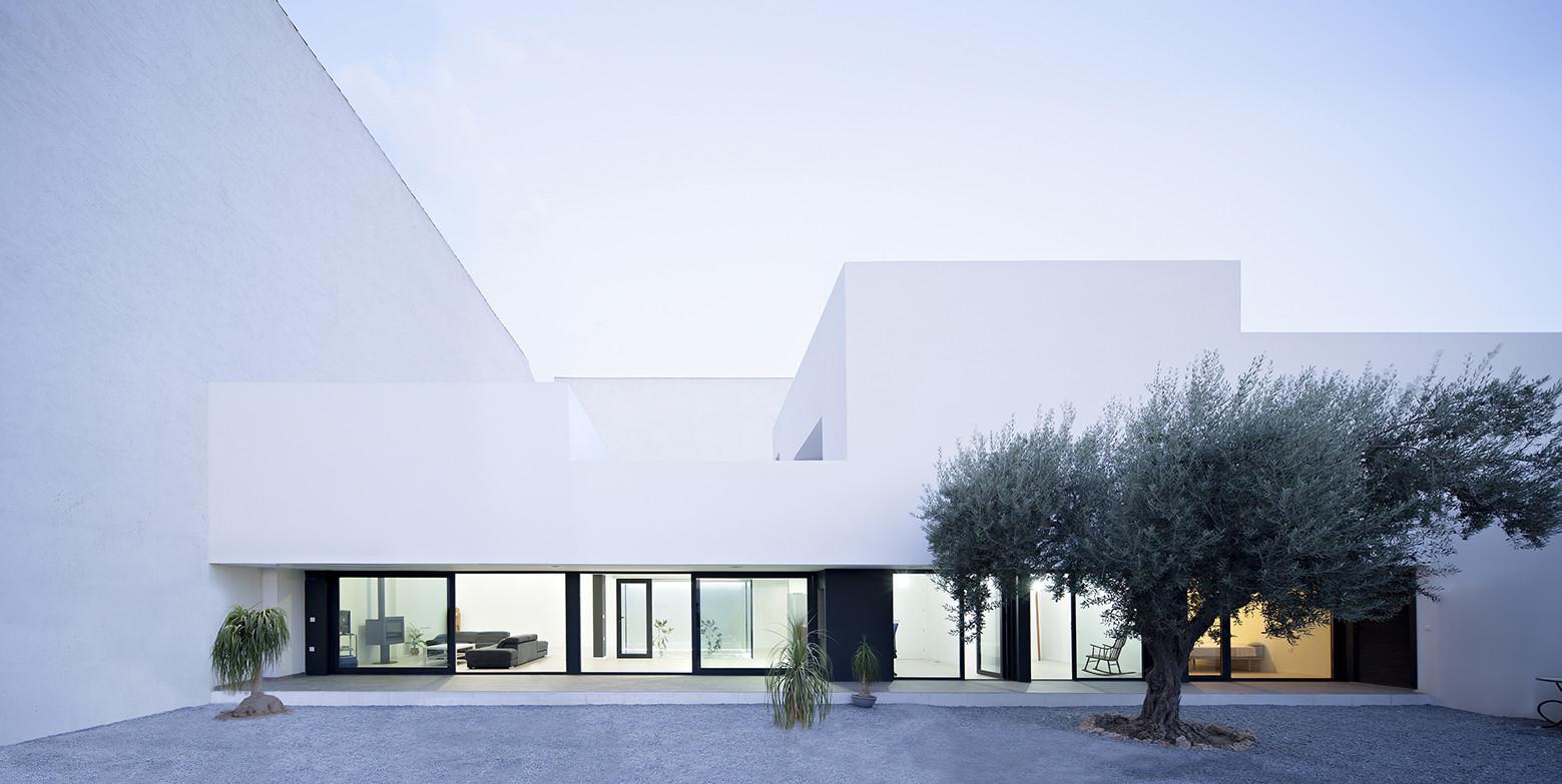Vivienda unifamiliar con jard n dtr studio arquitectos - Fachadas arquitectura ...